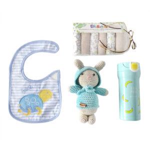 Conejo tejido en crochet para bebe con babero termo y toallitas
