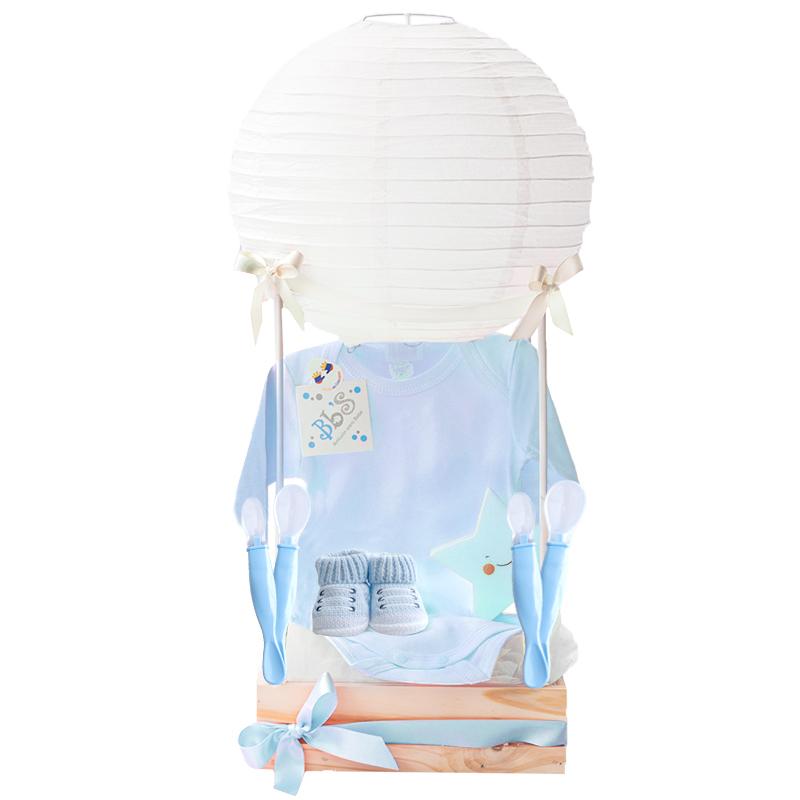 Regalo de bebé con globo chino lampara de estrella y mediecitas para niño azul
