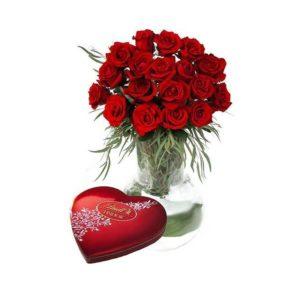 florero y rosas