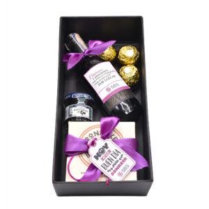 Caja especial vino torta y chocolates