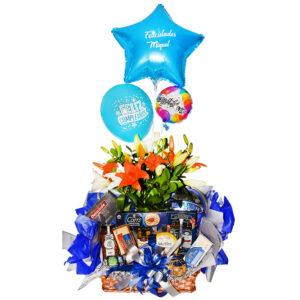 Arreglo de flores con productos gourmet y globos