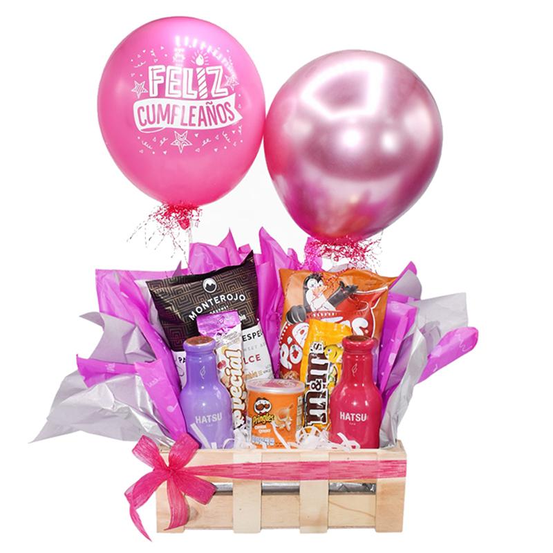 ancheta de cumpleaños rosa con globos y cerveza
