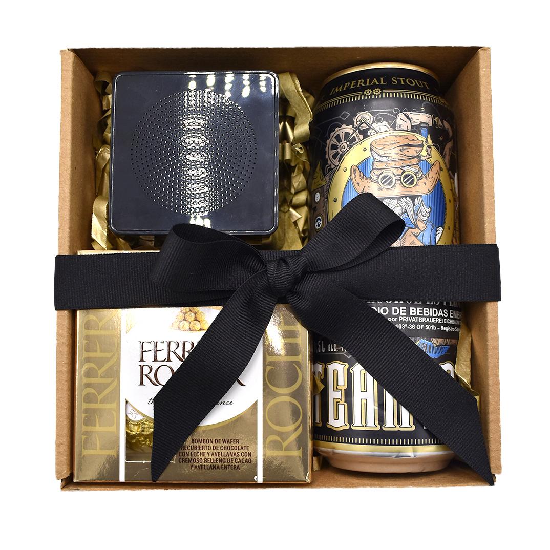 Caja con cerveza chocolates y parlante altavoz bluetooth