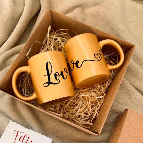 caja con 2 mugs escarchados personalizados