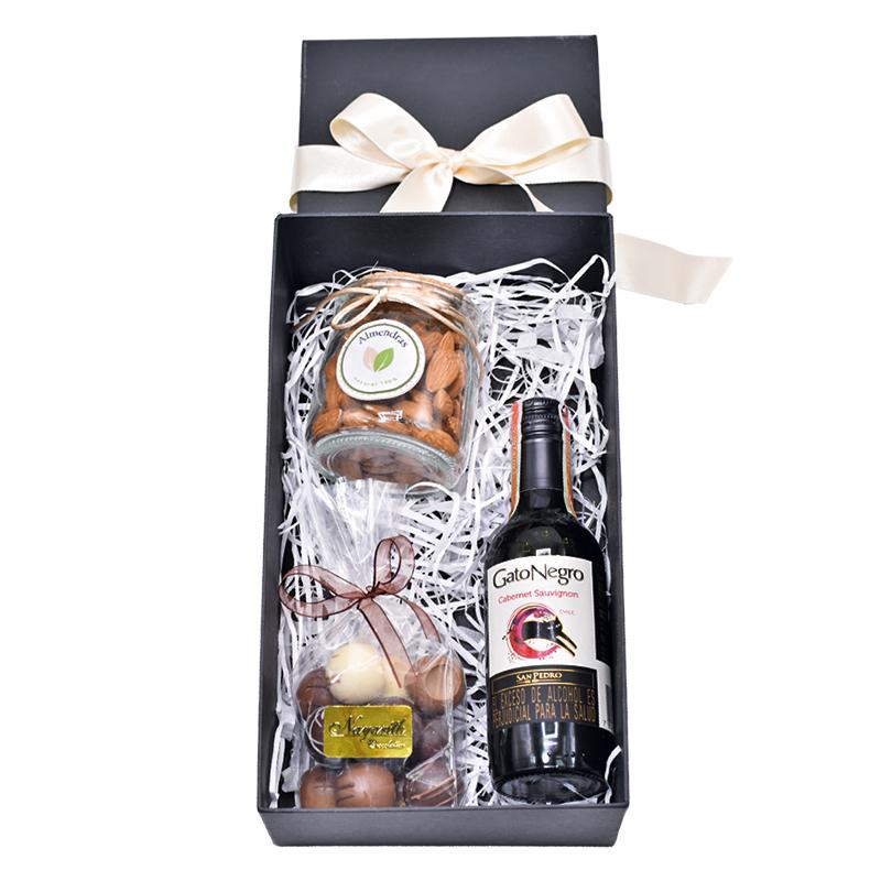 caja de regalo vino chocolate y almendras