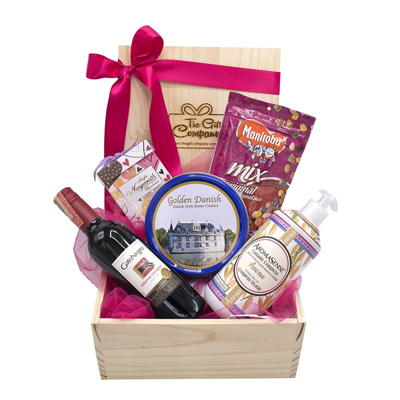 caja con vino y cuidado personal