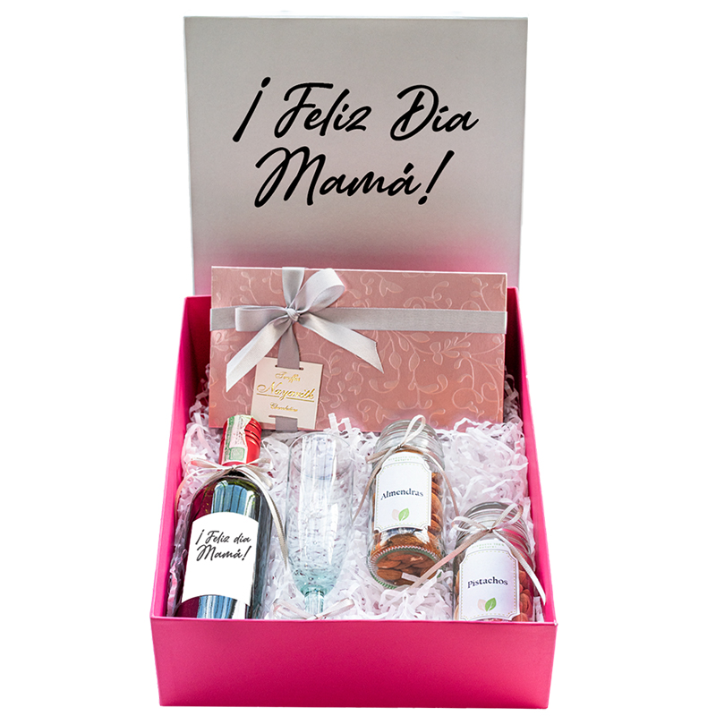 caja personalizada con vino y chocolates
