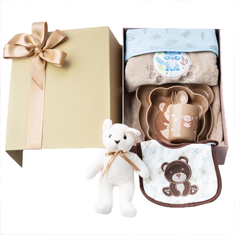 caja con osito y vajilla de mico con cobija