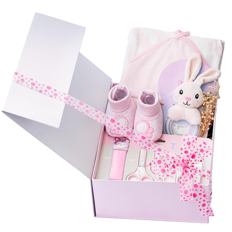 Caja para niña con kit de cuidado para bebe