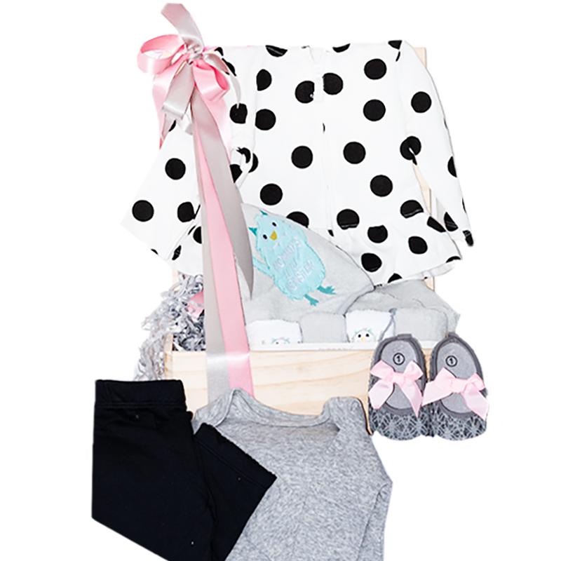 Caja para Bebé con body pantalon y chaqueta de puntos baleta y toallas